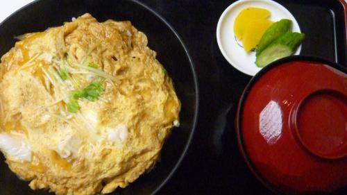 japon, cuisine japonaise, vacances au japon, spécialités japonaises, variété alimentaire, tonkatsu, sukiyaki, takoyaki, tempura, soba, cuisine populaire au japon